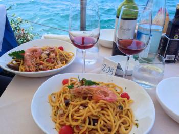 Pasta Frutti di Mare und ein Glas Bardolino - So lässt es sich leben am Gardasee.