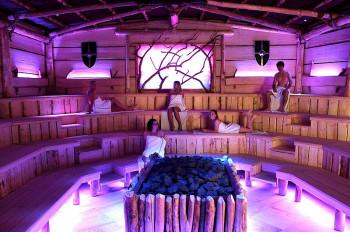 Licht- und Toneffekte sorgen in der Euphoria Sauna der Thermen & Badewelten Sinsheim für eine außergewöhnliche Atmosphäre.