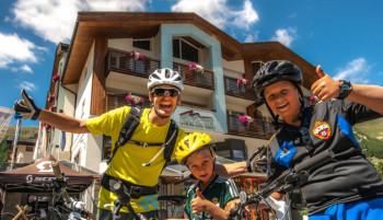 Keine Angst vorm Downhill-Trail - Die erfahrenen Bikeführer am Lac Salin SPA & Mountain Resort ****S zeigen auch absoluten Beginnern, wies geht.