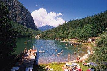 Der Tristacher See ist der einzige Badesee Osttirols