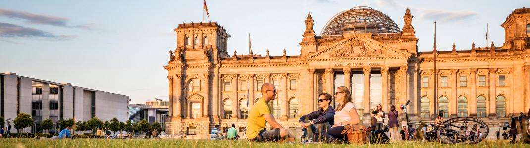 Hier wird Geschichte geschrieben: der Berliner Reichstag mit seiner modernen Glaskuppel