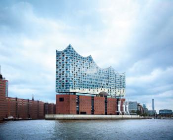 Die Elbphilharmonie ist das jüngste und vielleicht markanteste Wahrzeichen Hamburgs.