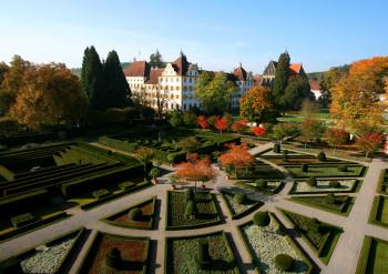 Nördlich des Bodensees liegt das Kloster und Schloss Salem.