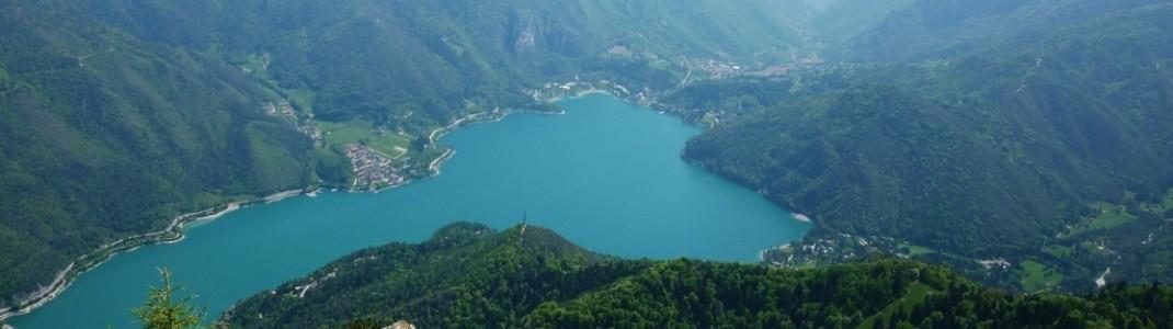 Blick auf den malerischen Gebirgssee Lago die Ledro.
