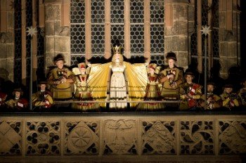 Der Christkindlesmarkt wird traditionell vom Nürnberger Christkind eröffnet.