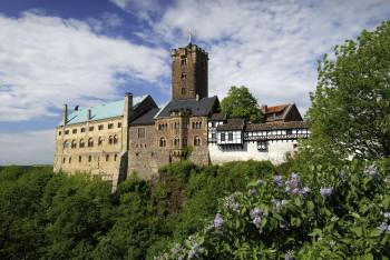 Keine Burg ist so untrennbar mit der deutschen Geschichte verbunden wie die Wartburg.