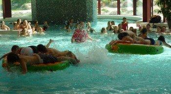 In der Rupertus Therme finden regelmäßig Poolpartys mit lustigen Spielen statt.