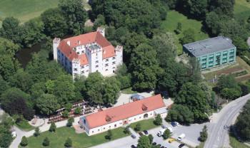 Im Schloss Mariakirchen ist man dank mehrerer festlicher Räumlichkeiten variabel bei der Anzahl der Gäste.