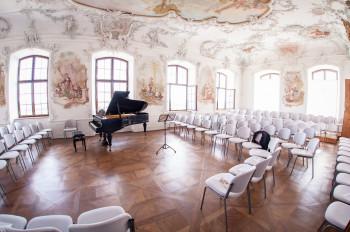 Nicht nur Konzerte, auch Hochzeiten finden in den prunkvollen Rokoko-Gemächern auf Schloss Leitheim statt.