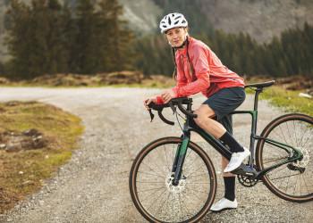 Auch für Damen gibt es die neue Gravel Jacket Gaiole L in drei Farben.