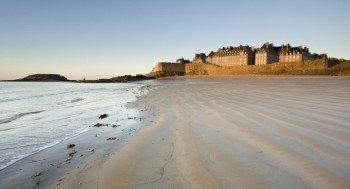 Die mächtige Korsarenstadt Saint-Malo an der bretonischen Nordküste.