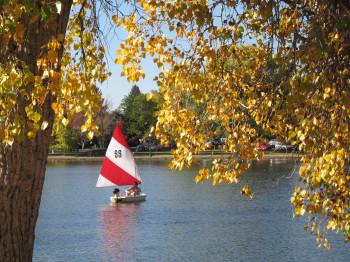 Gemütliche Stunden auf dem Wasser oder sportliche Aktivitäten an Land: Im Washington Park wird es nie langweilig.
