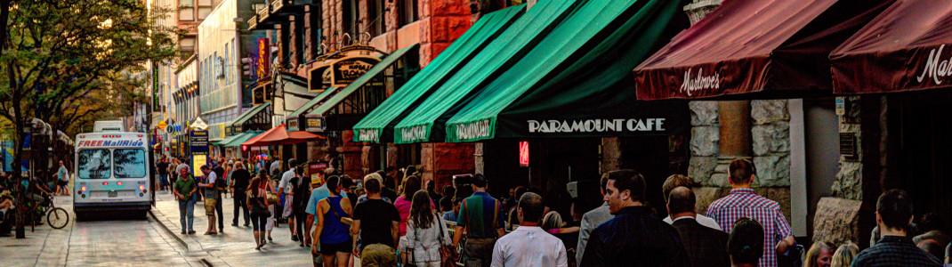 Das Paramount Cafe an der 16th Street Mall ist Denvers original Rock 'n' Roll Café und zählt zu den beliebtesten Treffpunkten der Stadt.