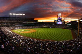 Coors Field ist bekannt für seine legendären Homeruns. Mehr als 50.000 sportbegeisterte Fans haben in dem Baseballstadion Platz.