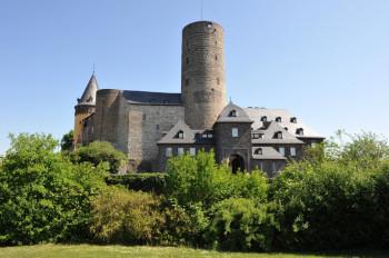 In der Genovevaburg befindet sich u.a. das Eifelmuseum.