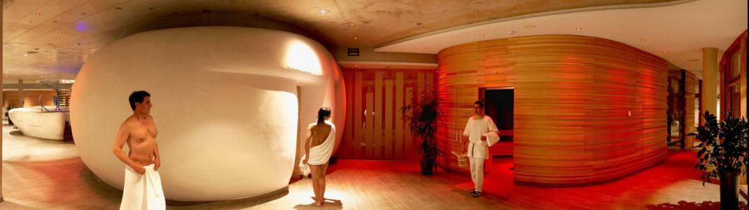 Der moderne Saunabereich des Römerbads lädt mit seiner gemütlich-warmen Atmosphäre zum Entspannen ein.
