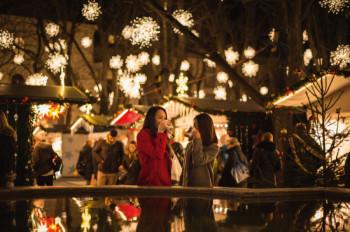 Der Weihnachtsmarkt Basel ist eingebettet in die historische Altstadt.