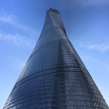 Die Fassade des Shanghai Towers ist gewunden.