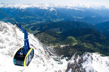 Mit der Panoramagondel geht es hoch auf den Dachstein.