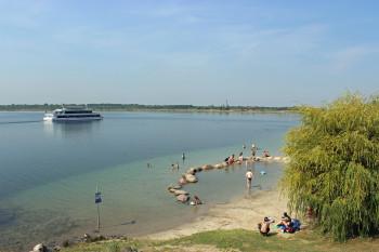 Strandbesuch oder Schifffahrt? Am Markkleeberger See ist beides möglich.