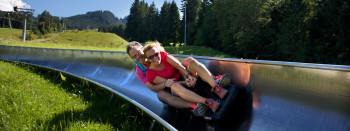Insgesamt 13 Kurven und ein Tunnel erwarten dich bei der Alpspitzbahn in Nesselwang.