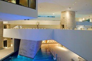 Architektur im Einklang mit den traditionellen Thermenelementen