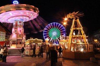 Buntes Treiben auf dem Rostocker Weihnachtsmarkt