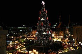 Der riesige Weihnachtsbaum in Dortmund