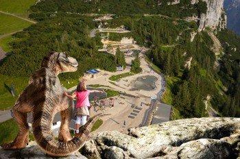 Zurück in die Steinzeit gehts im Triassic Park auf der Steinplatte Waidring in den Tiroler Bergen.
