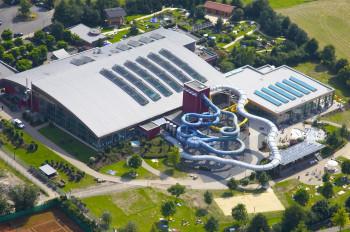 12 Wasserrutschen gibt es im AquaMagis in Plettenberg.
