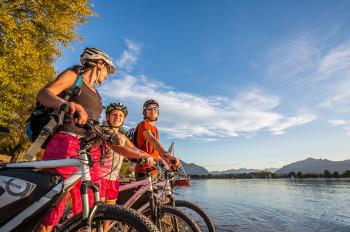 Radfahren am Chiemsee ist für die ganze Familie geeignet.