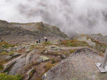 Der Aufstieg zur Braunschweiger Hütte führt über felsige Serpentinen