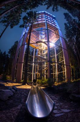 Wer die Möglichkeit dazu hat, sollte den Baumwipfelpfad in Lipno unbedingt bei Nacht besuchen