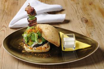 Wenn regionale Produkte auf kreative Küche treffen, dann werden daraus Highlights wie dieser Burger.