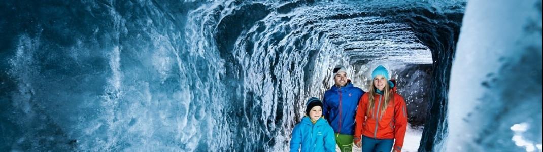 Die Grotte am Stubaier Gletscher befindet sich 30 Meter unter den Pisten