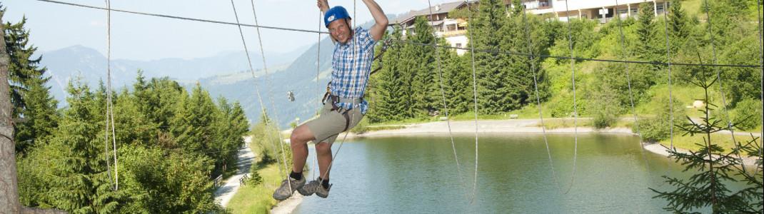 Im Hornpark darf auch Papa mal in den Seilen hängen.