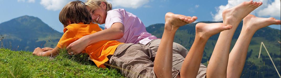 Spaß und Entspannung inmitten der Natur - mit 36 Sommerbahnen, 15 Bergen und zehn Erlebniswelten erwartet dich in den Kitzbüheler Alpen jeden Tag ein neues Abenteuer.