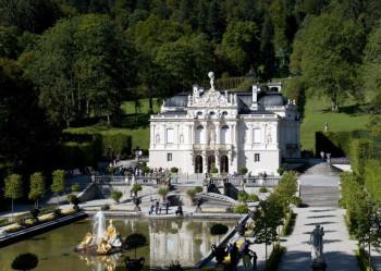 Schloss Linderhof ist das einzige seiner Schlösser, das König Ludwig II. vollendet gesehen hat.