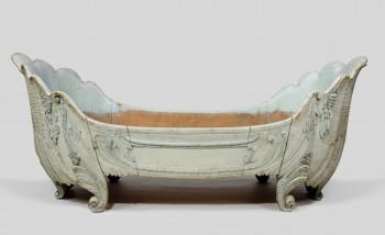 Auch diese Badewanne, die für die Könige Maximilian II. und Ludwig II. angefertigt wurde, ist im Kloster Ettal zu sehen.