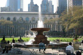 Bryant Park und die New York Public Library