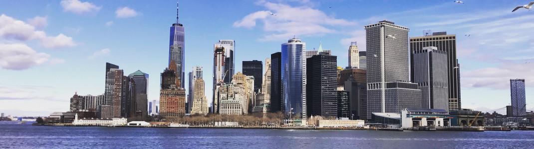 Blick auf die Manhattan Skyline von der Staten Island Ferry