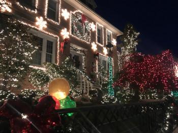 In Dyker Heights wird bei der Weihnachtsbeleuchtung gerne dezent übertrieben...