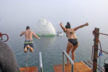 Ein Pflichttermin für den Jahreswechsel am Achensee: das Silvesterschwimmen am 31. Dezember in Pertisau.