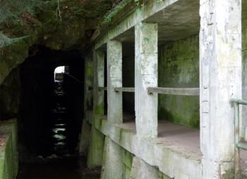 Düsterer Knotenpunkt für Wanderer: die Triftsperre