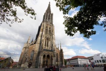 Das Ulmer Münster hat den höchsten Kirchturm der Welt.