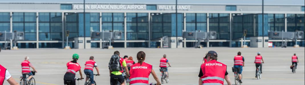 Am Flughafen BER darf man die Bodenmarkierungen getrost ignorieren.