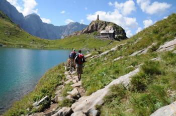 Tolles Wanderziel: Der Karnische Höhenweg am Wolayersee.