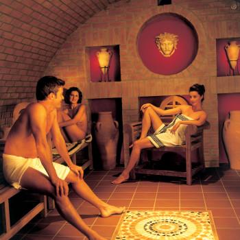Schwitzen wie die Römer kann man in der Römersauna der Limes-Therme in Bad Gögging.