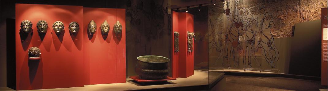 Blick in den Raum mit dem Römerschatz im Straubinger Gäubodenmuseum.