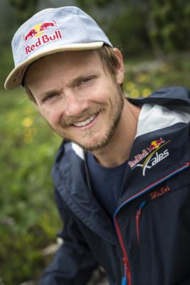 Paul Guschlbauer ist Gleitschirmflieger, Testpilot und Red Bull Athlet.
